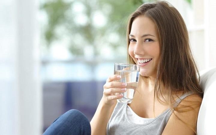 Ini Beberapa Manfaat Penting Kalau Kita Cukup Minum Air Putih