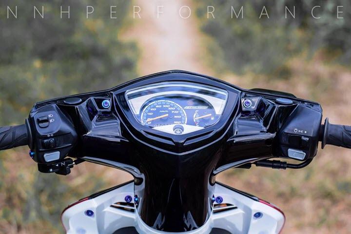 Yamaha Exciter 135 phong cách Hy Lạp đi kèm bộ mâm 3 đao ấn tượng