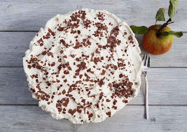 Rezept: Schwedische Apfeltorte. Die Zubereitung dieser Apfeltorte nach einem Rezept aus Schweden ist ganz einfach! Ihr könnt dafür auch einen fertigen bzw. gekauften Tortenboden verwenden, dann geht das ganz schnell. Auf Küstenkidsunterwegs gibt's das Rezept!