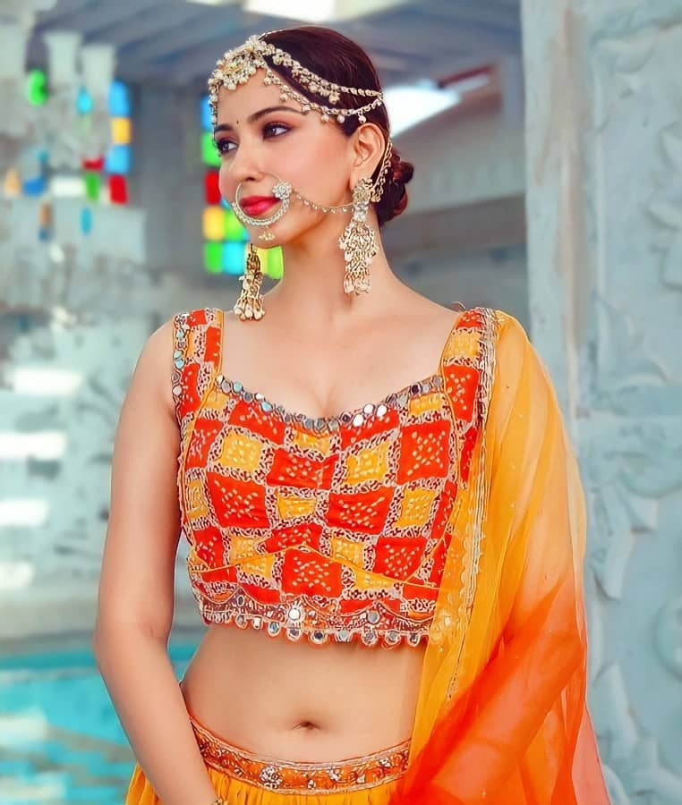 Eshanya Maheshwari Hot Navel show