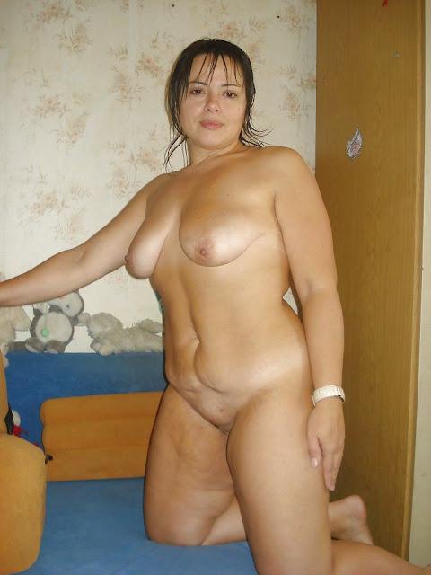 Bild von leeren Brüsten einer nackten Milf aus Russland