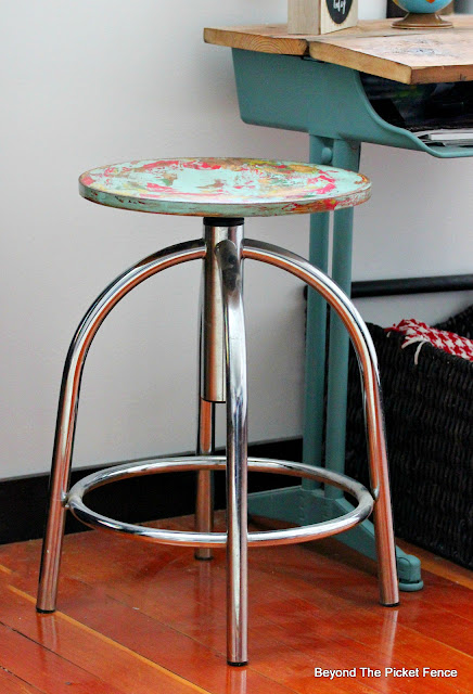 Thrift Store Swivel Stool Makeover