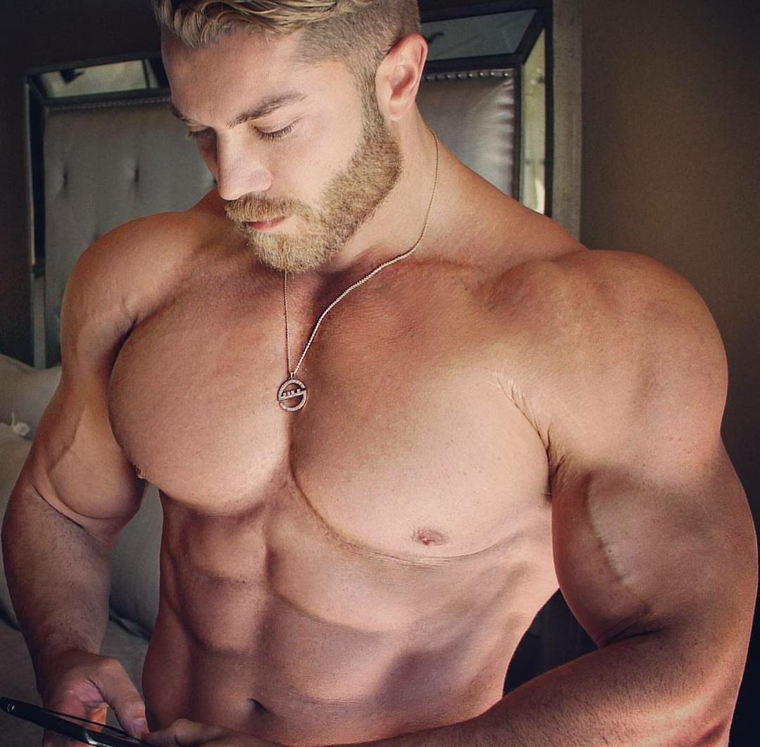 huge-muscle-dilf-pecs-veiny-biceps-shirtless-masculine-bodybuilder-daddy-gay-top