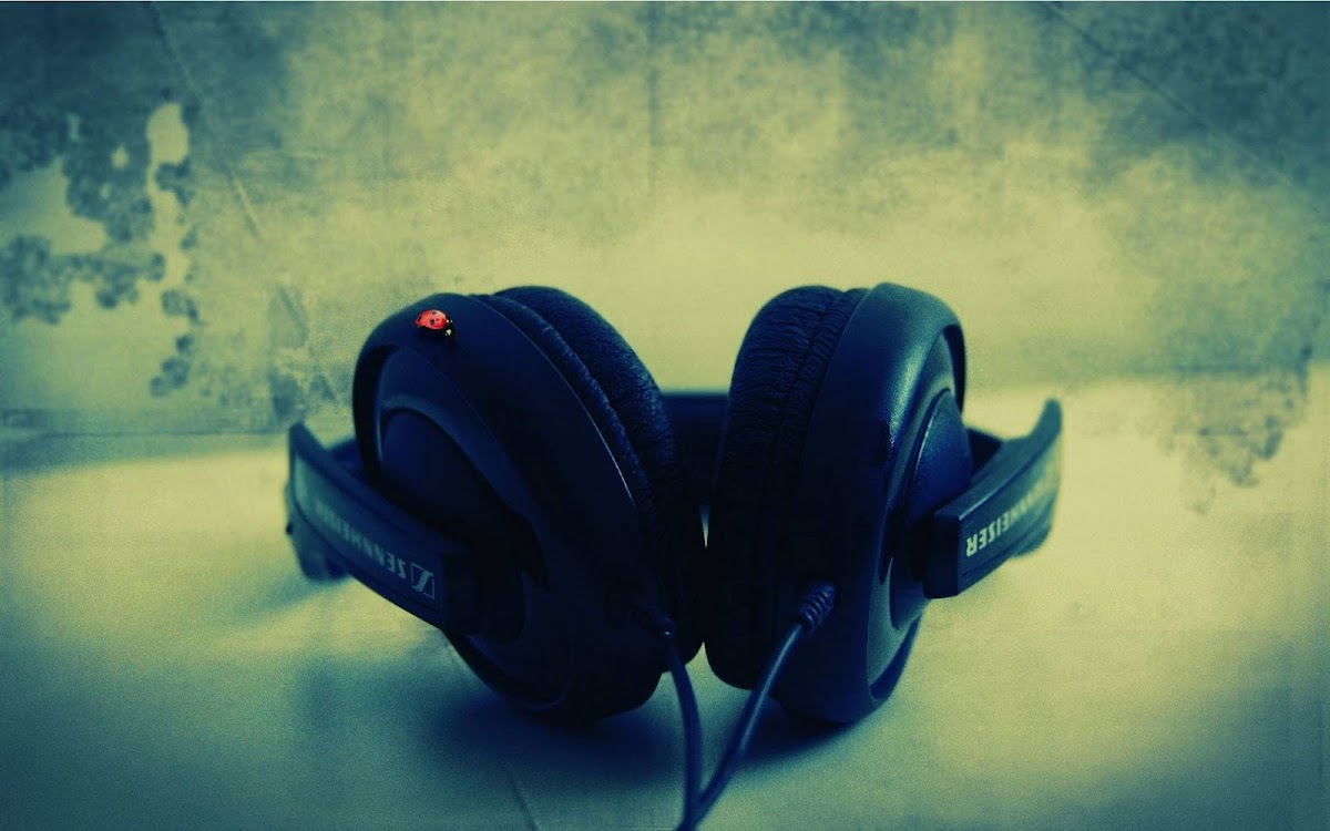 Amazing Headphone Widescreen HD Wallpaper 2