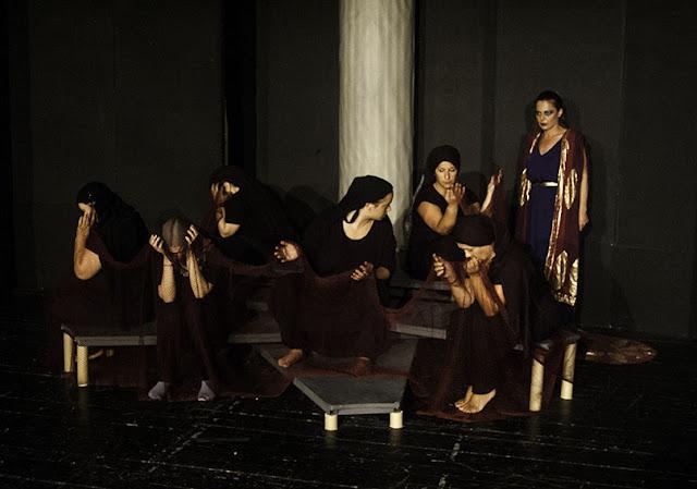 Παραμυθιά: Το Politheatro παρουσιάζει το έργο Κλυταιμνήστρα