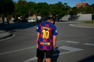 Pictures: Young fan in lost of hope as Messi refuse to show up for Barcelona training.