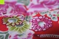 Kissen oben: Japanische Maneki Neko Glückskatze aus Porzellan (Klein, 12 cm)