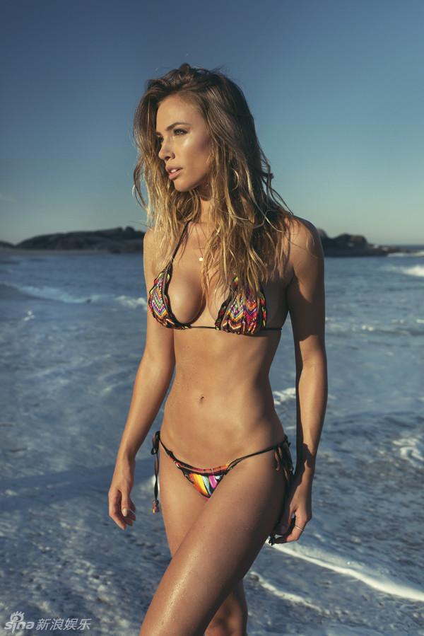Brazilian Beauty Model Louisa Impressive Figure Photo