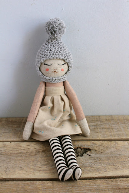 muñeca de trapo teñido natural