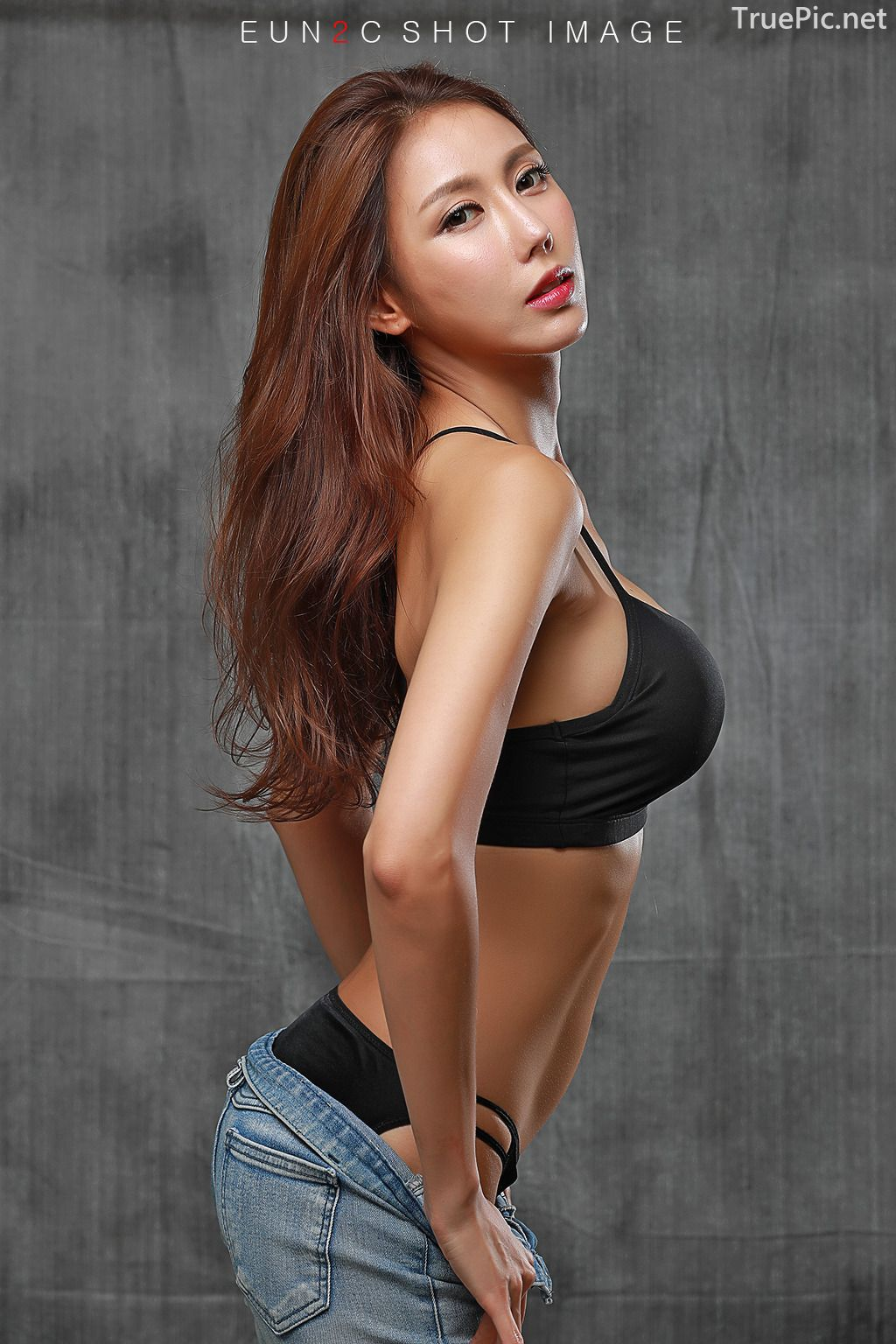 Image-Korean-model-Choi-Ye-Rok-Back-Lingerie-and-Jean-TruePic.net- Picture-10