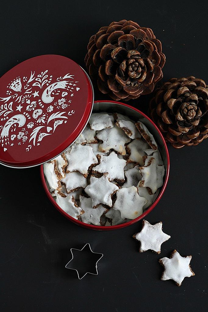 Rezept für gesunde glutenfreie und zuckerfreie Zimtsterne, carrots for claire, gesund backen ist Liebe, gesund kochen ist Liebe, gesunde Weihnachtsplätzchen ohne Zucker ohne Mehl, belly and mind Erfahrung, gesunde Ernährung, Weihnachtskekse