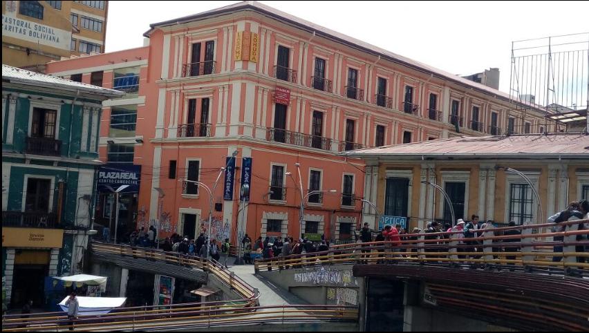 Galerías del centro paceño fueron robadas por venezolanos que se encuentran en las calles / GOOGLE