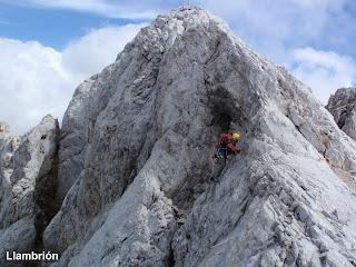 Subiendo al Llambrión en Picos de Europa