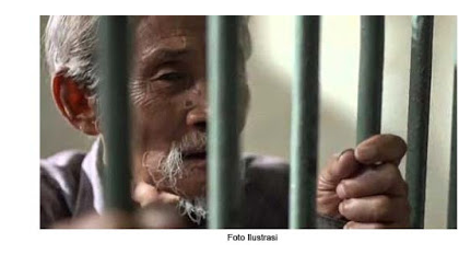 Hendak berkata apa.... Kakek Miskin dpenjara Hampir Setahun dan Denda Rp 652.000, Gara-gara Ambil Kayu 1 Meter Di Hutan