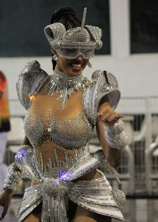 Pâmella Gomes, rainha de bateria da Tom Maior. Foto: Renato Cipriano/RZ Assessoria