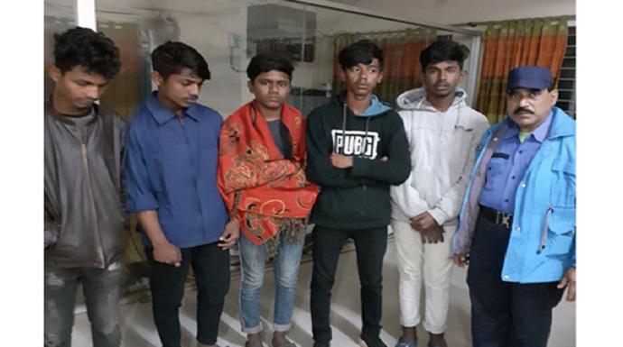 আন্ত:জেলা ছিনতাইকারী চক্রের ৫ সদস্য আটক - জেলা কারাগারে প্রেরণ
