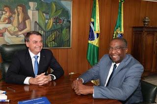 Bolsonaro nomeia Decotteli novo Ministro da Educação