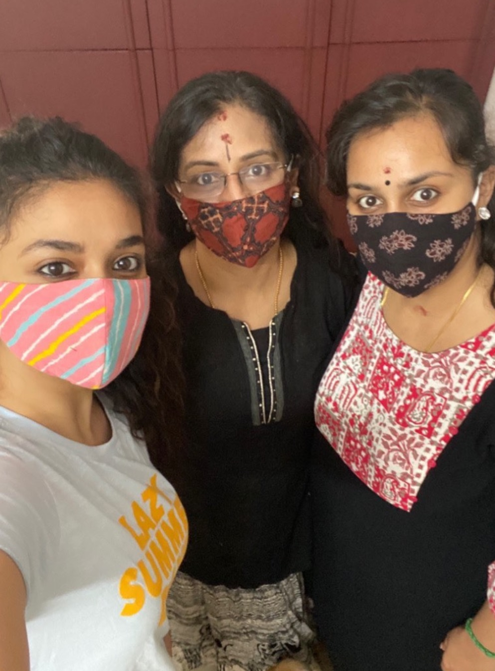 Keerthy Suresh with her Lovely Amma Menaka Suresh and Akka Revathy Suresh in the Mask Selfie