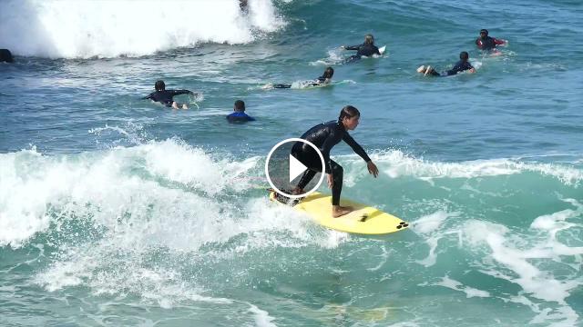 Surf en el muro del tenis Ondarreta