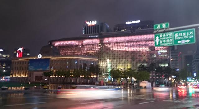 Seoul City Hall - die alte und die neue, beide verwackelt
