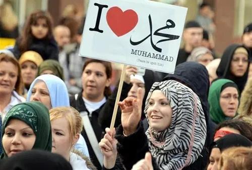Senat Prancis Setujui Aturan yang Melarang Mahasiswa Muslim Shalat di Kampus