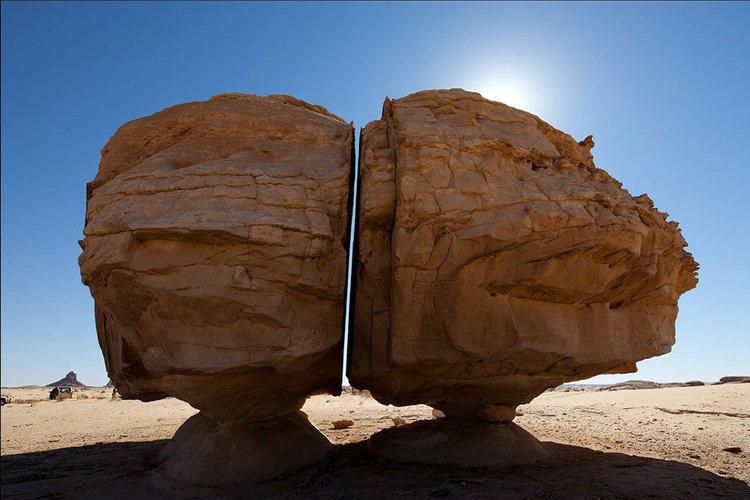 Bagaimana Batu Al-Naslaa Bisa Terbelah Sempurna?