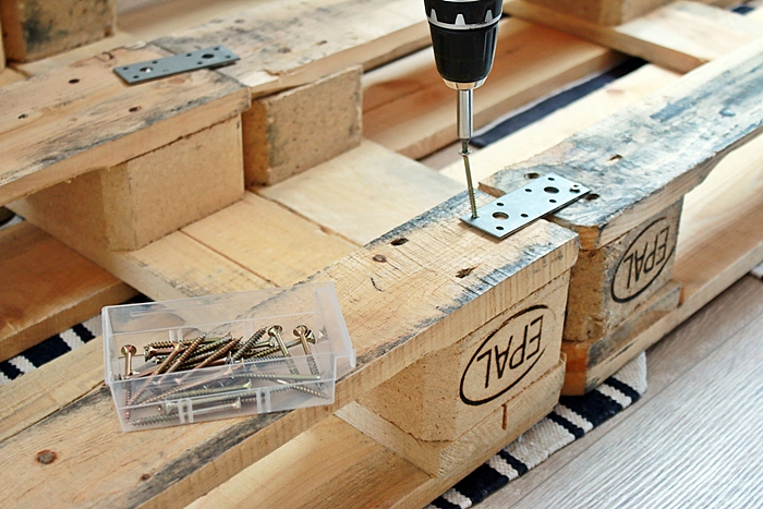 Diy palettenbett selber bauen fashion kitchen - Paletten 140x200 ...