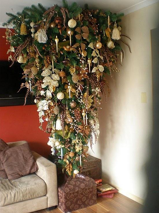 árvore de natal de ponta cabeça