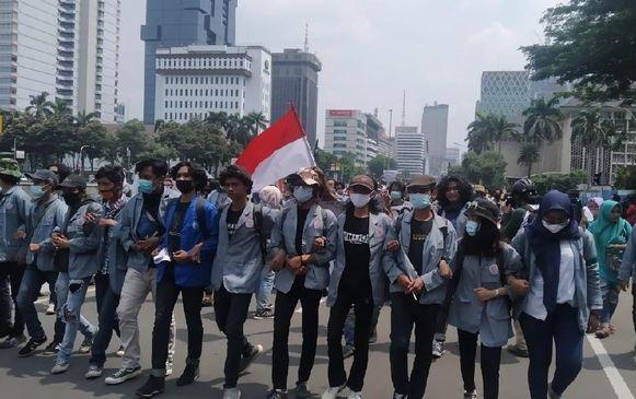 Gabung BEM SI, Mahasiswa Jogja & Solo Patungan Sewa Bus ke Jakarta Demo KPK