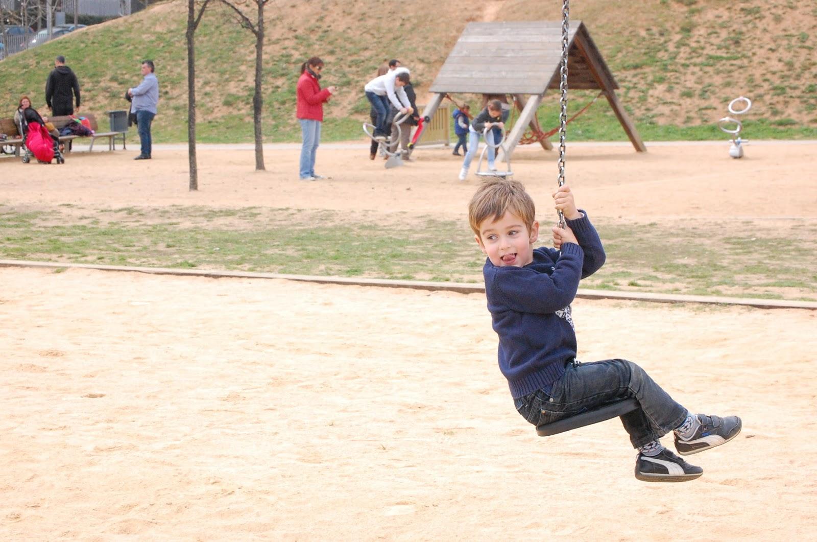 Enanos viajeros parque de los toboganes gigantes de sant for Parques ninos barcelona