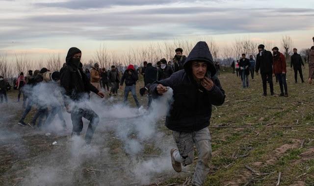 Gli incidenti con i migranti continuano al confine tra Turchia e Grecia