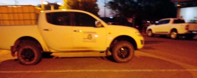 Roncador: Veículo oficial estaria  de serviço, domingo a noite, em frente à uma lanchonete?
