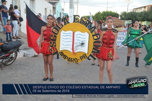 Confira as imagens do Desfile Cívico do Colégio Estadual de Amparo realizado nessa quinta-feira