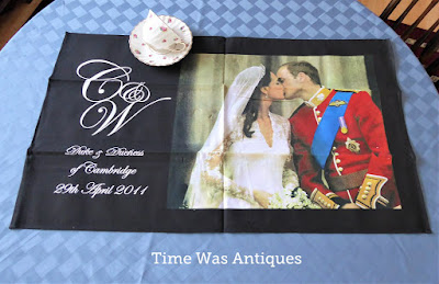https://timewasantiques.net/products/william-catherine-royal-wedding-balcony-kiss-tea-towel-royal-kiss-dish-towel-2011?_pos=1&_sid=17f6b1d25&_ss=r
