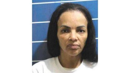 Na cadeia, Flordelis aparece abatida e sem peruca em foto de fichamento