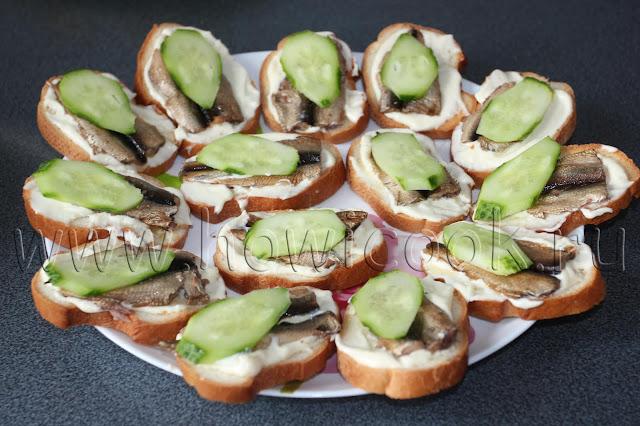 рецепт бутербродов со шпротами с пошаговыми фото