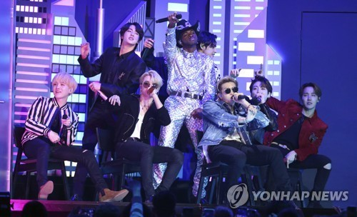 BTS Grammys ödüllerinde Lil Nas X ile performans sergiledi