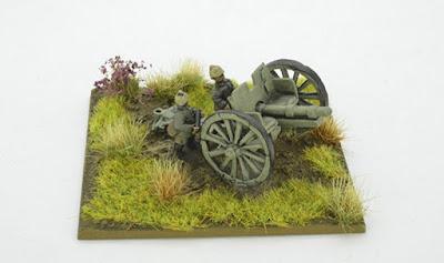 2 Field Artillery pieces & 4 crew models