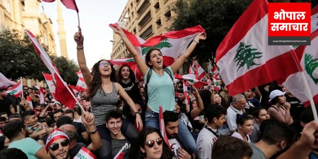 एक शहर जहां सोशल मीडिया पर TAX लगाया, हिंसक विरोध प्रदर्शन