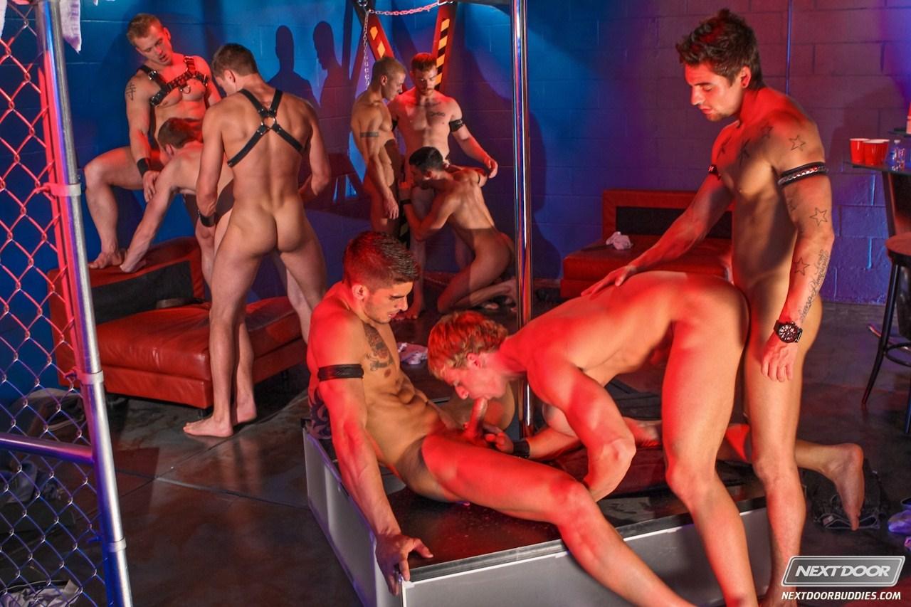Женский стриптиз с элементами порно, частные фото пассивных мужчин