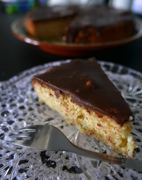 Bezglutenowe ciasto kokosowe z polewą czekoladową