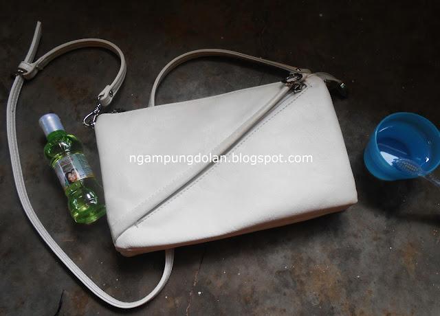 Tips membersihkan tas putih