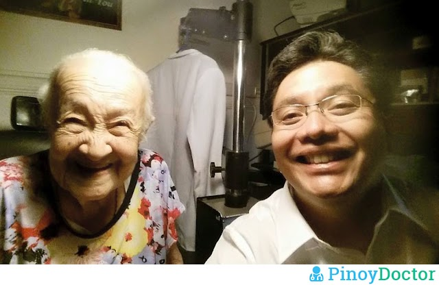 "Dr. Mike Sarabia Takes A Selfie With His ""Youngest"" Patient"