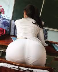 Ngày đầu tiên đi học, bạn gái cứ chổng mông hoài