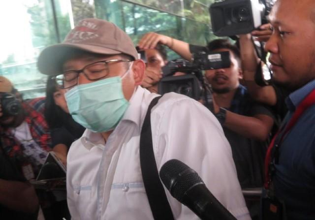 Pakai Masker dan Topi, Anas Urbaningrum Jalani Pemeriksaan di KPK