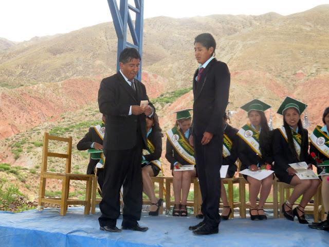Die beiden besten Abiturienten erhalten vom Präsidenten 1000 BS