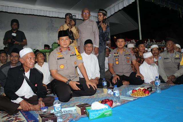 Wakapoldasu Mardiaz Kusin Dwihanto, Kapolres Asahan AKBP Faisal F Napitupulu dan Wabup Asahan Surya di Acara Takziyah.