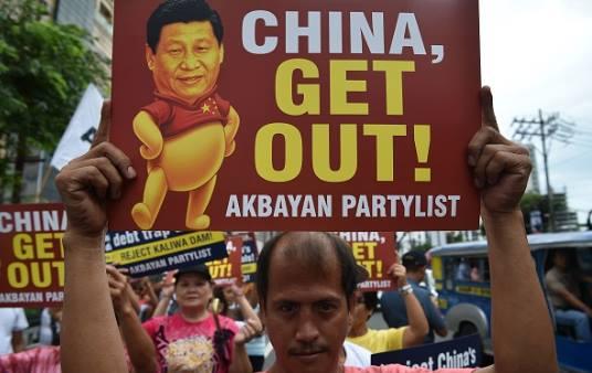 Hình ảnh người dân Philippines biểu tình phản đối chuyến thăm Philippines của ông Tập Cận Bình