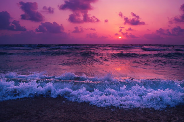 Beach Sunrise - Photo by Yousef Espanioly on Unsplash