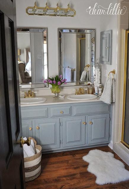 Világoskék arany tükrös fürdő